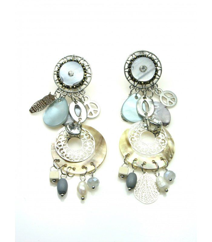 Mooie grijze statement oorclips met bedels en kralen | Mooie clip oorbellen met bedels | Lengte van de clip oorbel is 7,5 cm. | EAN: 0000101090016