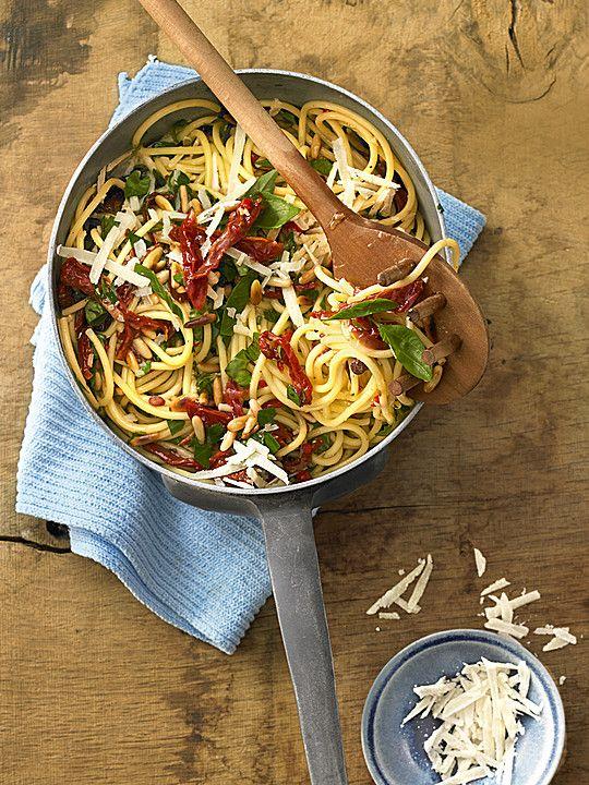 Spaghetti mit getrockneten Tomaten (Rezept mit Bild) | Chefkoch.de http://www.chefkoch.de/rezepte/634271164117596/Spaghetti-mit-getrockneten-Tomaten.html