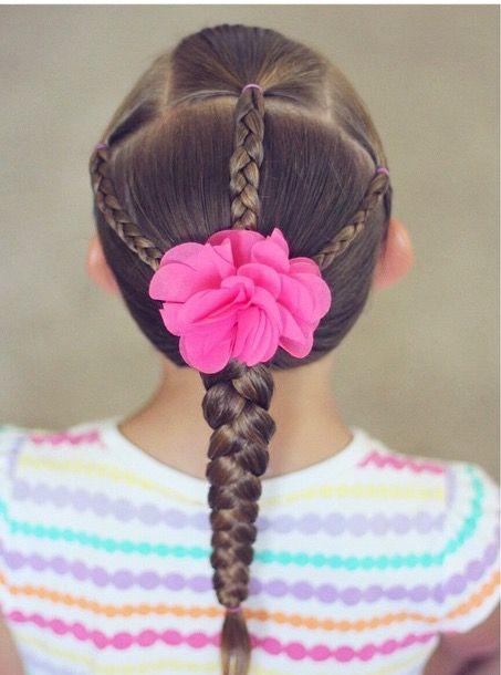 Flores são lindas,e em um penteado lindo desses se torna uma maravilha.