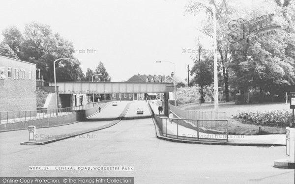 Worcester Park, Central Road c1965
