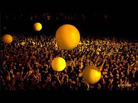 SEE COLDPLAY AND U2 IN 1 CONCERT. THINK THEY WOULD DO THIS FOR ME? LIVE IN JAPAN, HD, YELLOW