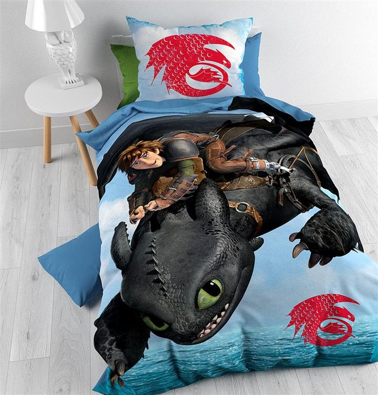De liefhebbers van de bekende Disney animatiefilm How to Train your Dragon en serie Dragons zullen dolblij zijn met dit Disney Dragons Sea-dekbedovertrek. Het overtrek heeft een prachtige afbeelding van het bekende personage Hiccup op zijn draak de Night