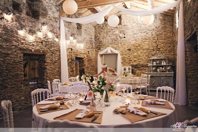 25 Décoration salle mariage lin blanc et rose - idée tenture pour la grange ?
