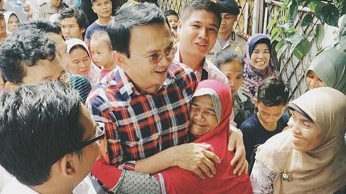 Sebagai seorang juru bicara Ahok, tentu saja Sophia Latjuba memberikan dukungan kepada calon gubernur DKI Jakarta tersebut.