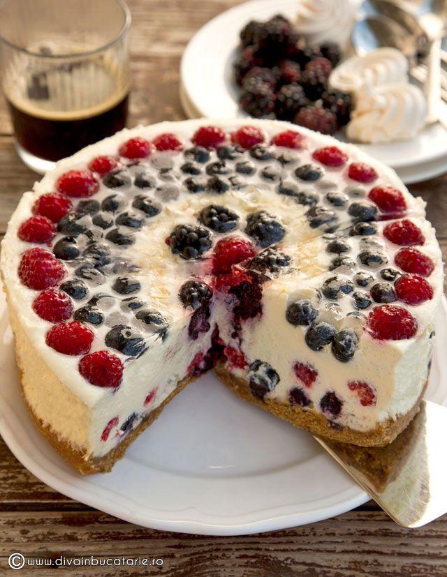 http://www.divainbucatarie.ro/cheesecake-fara-coacere-cu-fructe-de-padure-si-bezele/