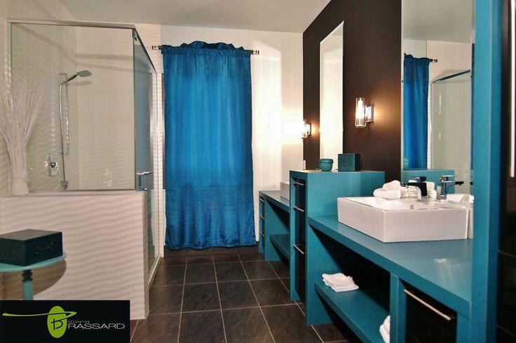 Voici des concepts uniques comme vous!! salle de bain modernisé, au goût du jour, accent de bleu