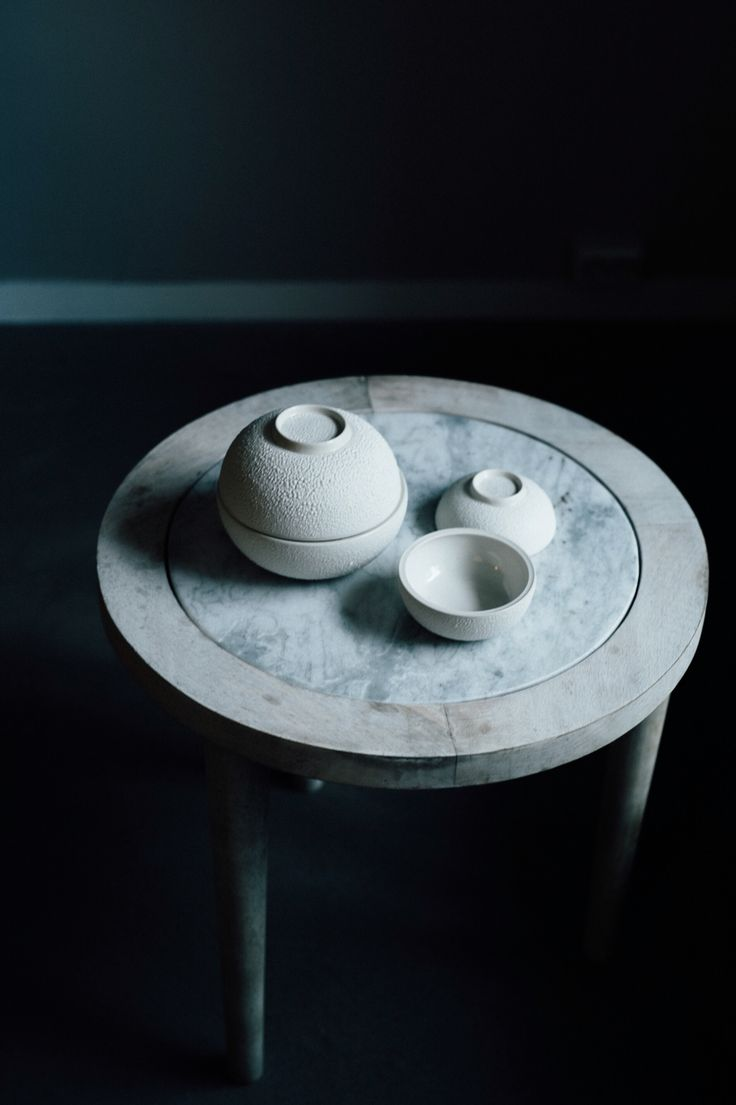 Marble wooden table from Madam Stoltz. Ceramic bowls by Kati Von Lehman   Paperbag