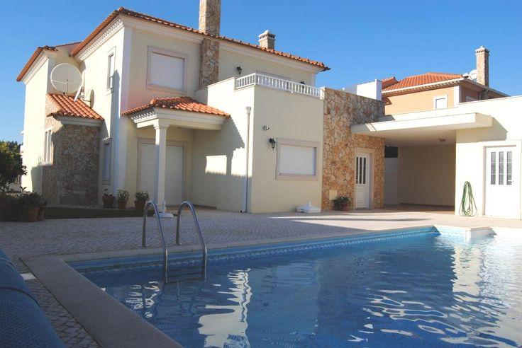 Espetacular Moradia T4 com piscina - a 7 min. da Vila de Óbidos Os pontos fortes desta moradia são a sua excelente qualidade de construção, acabamentos e localização.