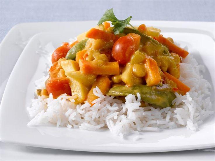 Chilinen kasviswokki on nopea arkiruoka. Se tuo aasialaisen tuulahduksen ruokapöytään. #valioreseptit