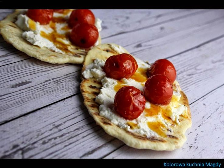 Kolorowa Kuchnia Magdy: Mini pizza z ricottą i pomidorkami