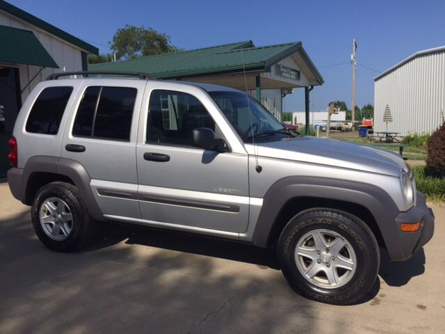2004 Jeep Liberty Sport 4dr 4WD SUV In Meriden KS - Town & Country Motors Inc.