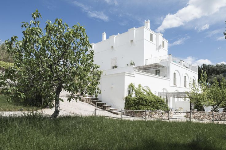Chi non vorrebbe vivere, o almeno trascorrere qualche giorno nel mezzo di uliveti, mare, sole, buon cibo e design? Hotel Masseria Alchimia http://bit.ly/1MjHSLf #design #puglia #estate #hotel #masseria #architettura Alchimia DAY 01 ph.Cosmo Laera