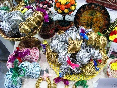 Como tejer los adornos navidenos de papel reciclado.