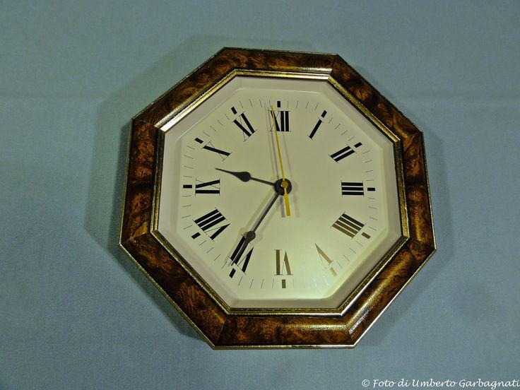 """... orologio da parete, elettrico, cornice legno, quadrante smaltato """"JUNGANS  (D)"""" anni '90 -  © Umberto Garbagnati -"""
