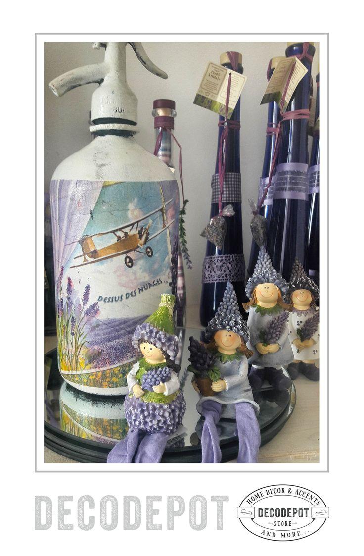 Sifon şi bibelouri din colecţia Lavandă. Decoraţiuni. Purple. Lavender Collection. Chiffon bottle and trinkets. Gift. Decoratives. DecoDepot. Braşov. România. Shop Online.