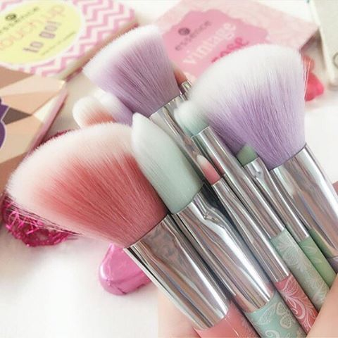 our brushes are the perfect companions for the bloggers' beauty secrets palettes. thank you for sharing this lovely photo from our #bloggersbeautysecrets event @lissaije  #regram