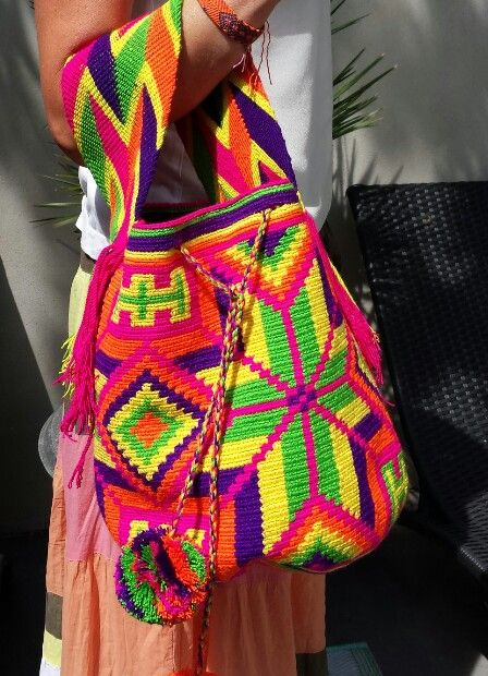 Original Wayuu Mochila bag, large with shorter shoulderstrap