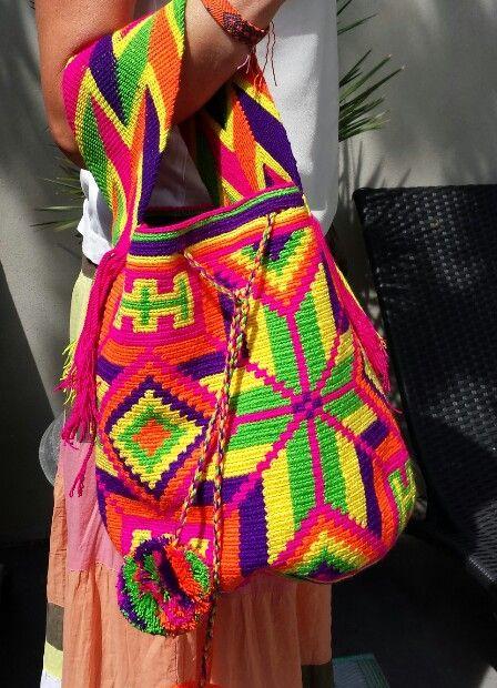 Original Wayuu Mochila bag, large with shorter shoulderstrap