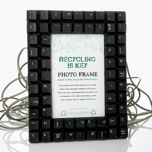 Perfect for a Techie in your life. A picture frame that could be worth a thousand words if it had the right connecting wire to plug into your computer for some typing.