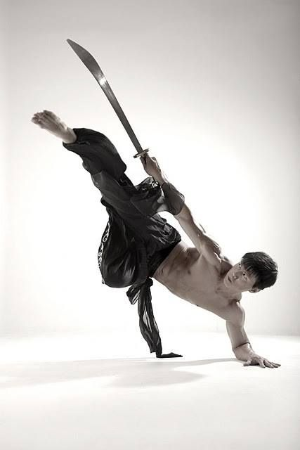 Bruce Lee - Fighting with a sword - drawing and pose reference