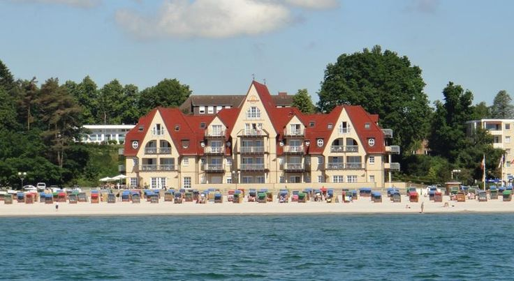 Strandhotel Grömitz Grömitz This 4-star hotel is situated in an idyllic location in the resort of Grömitz, in the Bay of Lübeck, and offers a wonderful view out into the Baltic Sea. WiFi is available in the entire hotel.