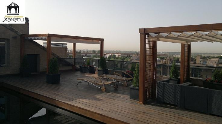 Pergolas en madera con toldos instaladas en atico con for Toldo terraza atico