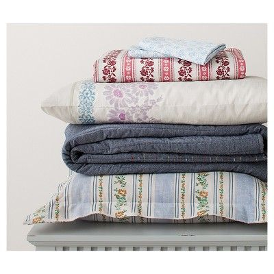 Sunnyside Chambray Striped Quilt and Sham Set (Full/Queen) Blue 3-Piece - Beekman 1802 FarmHouse,