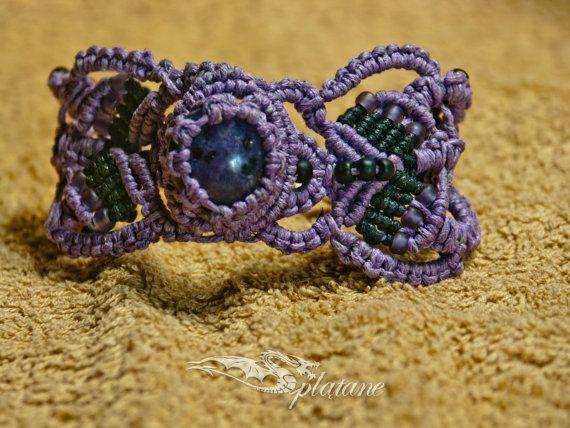 Lily macrame bracelet with quartz stone by Splatane on Etsy, €12.00