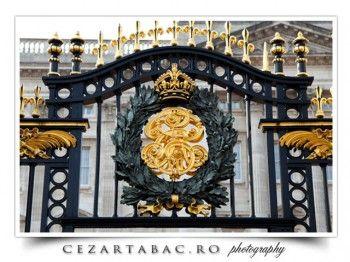 Poarta palatului Buckingham - Londra http://www.cezartabac.ro/poarta-de-la-palatul-buckingham/