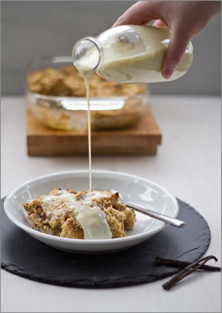 Rezept für das perfekte Sonntagsfrühstück: Brotpudding aus dem Ofen mit warmer Vanillesauce von moeyskitchen.com