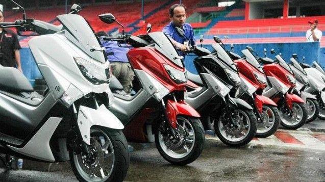 Skuter matic bongsor pabrikan PT Yamaha Indonesia Motor Manufacturing (YIMM) akan memproduksi Yamaha NMAX dengan angka yang cukup banyak tahun ini, ditargetkan tembus sampai 12.000 unit. YIMM membidik penjualan Yamaha NMAX sebanyak 1.000 sampai 1.100 unit perbulan.  Seperti yang dikatakan Direktur Pemasaran YIMM, Sutarya, setelah peluncuran yang digelar di Sirkuit Sentul, Bogor, Jawa Barat, (10/2/2015). Sepeda motor ini dipersembahkan untuk yang menginginkan sepeda motor sport serta ...
