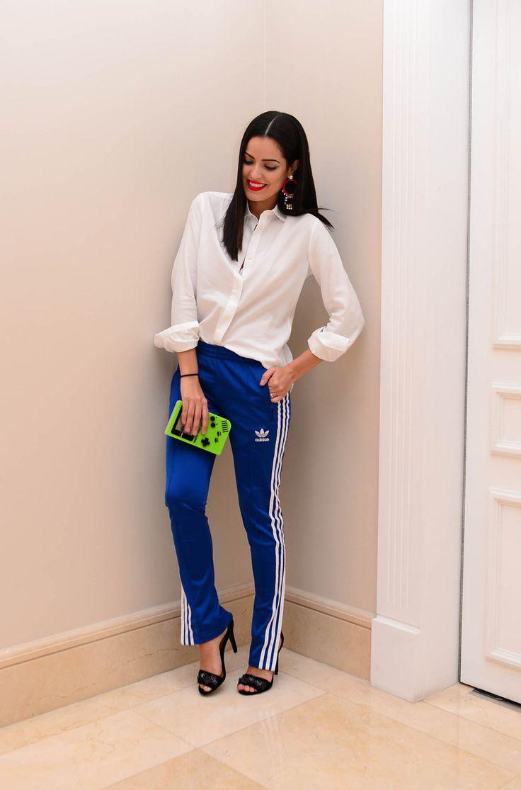 Já vi looks lindos com essa calça Adidas Originals e blusas mais chamativas…