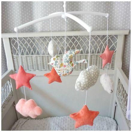 Mobile musical complet avec potence et boîte à musique  Mélodie you are my sunshine   un joli mobile musical avec des petits sujets oiseau au centre,  étoiles et nuages dans - 15925209