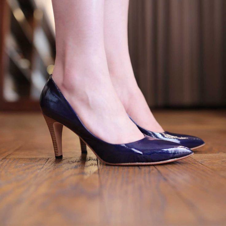 艶やかなエナメルでスマートな印象のポインテッドパンプスです茄子紺カラーが素敵ですね nutsllypointed toe enamel pumps EWJ-485  #nutslly #pumps #shoes #love #cute #giri #fashion #ナッツリー #シューズ #パンプス #ポインテッド