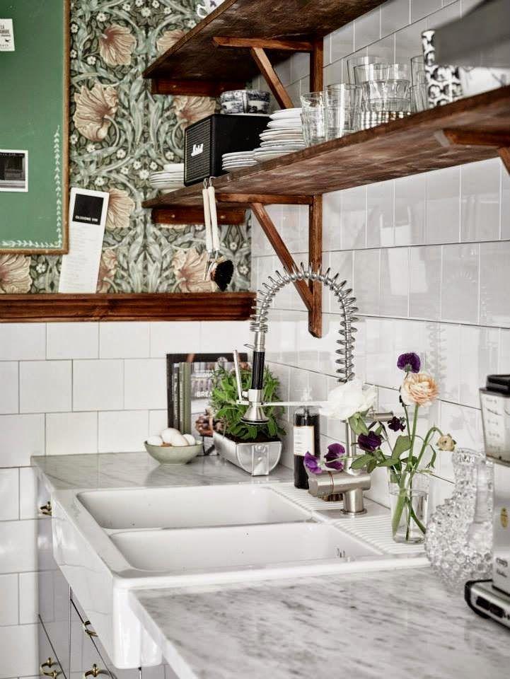 Virlova Interiorismo: [Interior] 72 m² en sutil aguamarina y blanco
