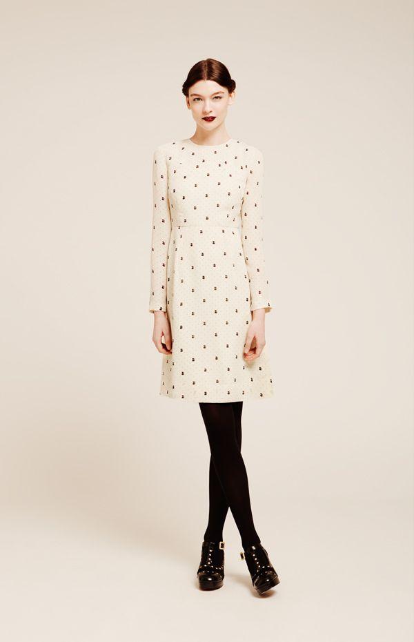 Feminines Orla Kiely- Outfit für trübe Herbsttage. Hier gibt es die passenden Schuhe: http://www.clarks.de/c/orla-kiely-schuhe