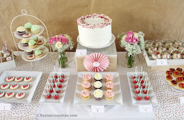 Mesa dulce primer cumplea os con fresas mesas dulces for Mesas dulces cumpleanos
