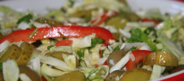 Griekse salade van spitskool en gyrosballetjes   Lekker Tafelen
