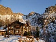 Firmata la convenzione fra Fondazione Dolomiti UNESCO  e associazioni alpinistiche dell'area dolomitica. Presenti i rappresentanti della SAT per il Trentino, il CAI Veneto, il CAI Friuli Venezia Giulia, il CAI Alto Adige, Tridentini e AVS- Alpenverein Südtirol.