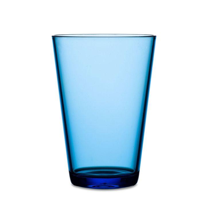 Glas Flow 275 ml in transparant sky blue (blauw). Stijlvol en stapelbaar. Dit blauwe Flow glas van Rosti Mepal is gemaakt van de kunststof SAN, heeft een inhoud van 275 ml en maakt deel uit van de eigentijdse Flow serviesserie. De Flow serviesserie onderscheidt zich door de eigentijdse vormgeving, de goede stapelbaarheid en de verkrijgbaarheid in meerdere kleuren en decors. Het Flow assortiment bestaat uit verschillende borden, serveerschalen, glazen en bekers. Afmeting: 8,5 x 8,5 x 12 cm…