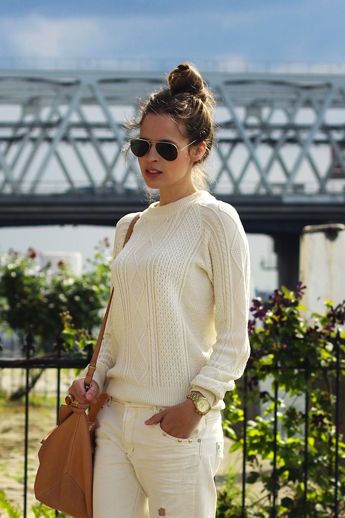 cream dream: Summer Knits, Fashion Design, Winter White, Ray Bans Outlets, Leather Bags, Android App, Ray Bans Sunglasses, Knits Sweaters, Tops Knot