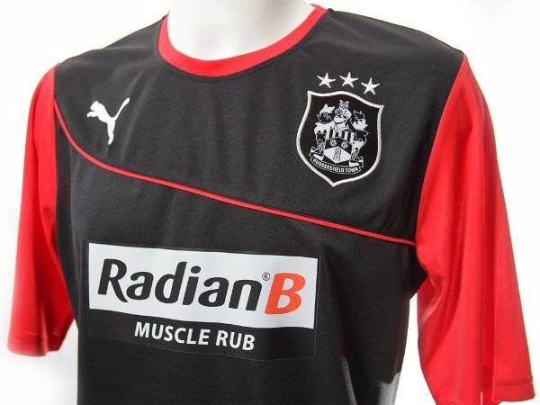 This is the new Huddersfield Town away kit 2013/14, HTAFC's new change strip for the forthcoming Championship season. The new HTAFC away shirt has been made by Puma and was officially unveile…