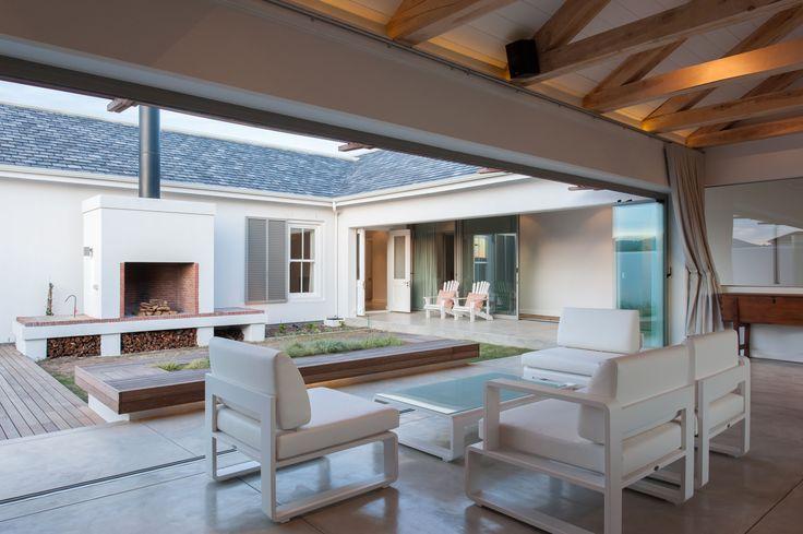 House-Le-Roux-courtyard-area-2.jpg (3700×2462)
