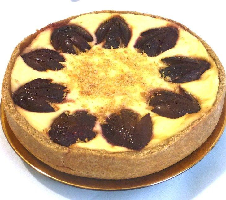 Творожный пирог со сливами  из мультиварки рецепт с фотографиями