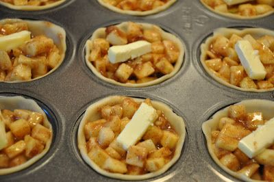 Super easy mini apple pies recipe - love these! Totally gonna try these with my kids!