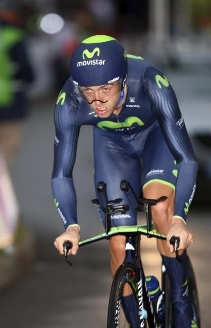 First look: #AlexDowsett's #HourRecord bike! #AlexDowsett #Movistar on his way to third place!
