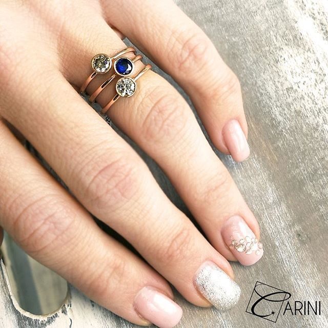 """La semplicità è l'essenza della vera eleganza"" Diamanti Brown ct 0.28 Zaffiro ct 0.38  Diamanti Bianchi ct 0.32  #carinigioielli #diamonds #goldsmith #handmade #trendy #glam #inspiration #luxurylifestyle #weddingplanning #theknot #letsgetmarried #jewellers #ring #dreams #highjewelry #highjewels #finejewelry #etsyfinds #etsyseller #couple #love #proposalideas #styleoftheday #ootd #matrimonioidee #anellidifidanzamento #anellidonna"
