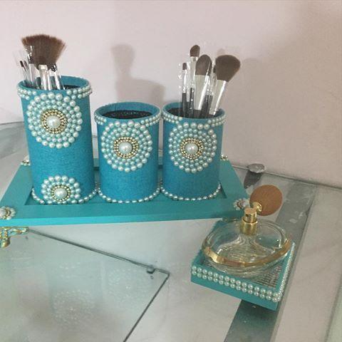 O kit mais vendido da Maria Diva. Em azul turquesa , muitas pérolas e strass. Acompanha bandejinha de perfume. Temos p pronta entrega. Continuamos na promoção da semana das mães. Ganhhe seu chaveirinho#presente #maes #amor #diadasmaes #decoracao #mariadiva #love