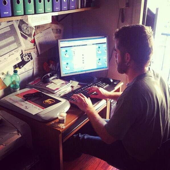 Il debutto di Paolo Cognetti su Twitter: eccolo mentre chiacchiera con i lettori dall'account @minimumfax.