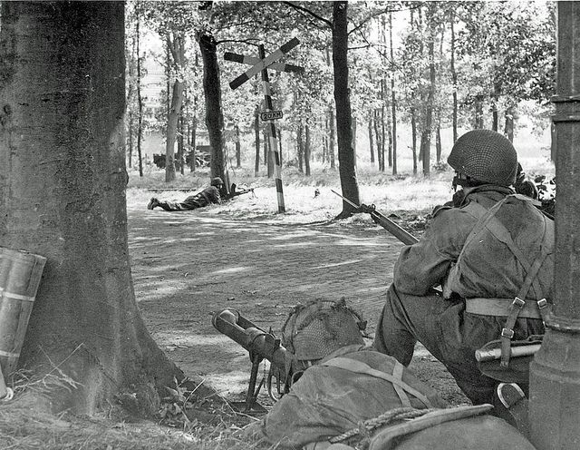 On the second day of the Battle of Arnhem, during the Operation Market Garden, Paras from HQ Troop, 1st Airlanding Brigade Recce Squadron, set up defensive positions near the railway station at Wolfheze, outskirts of Arnhem, Holland. 18 September 1944.